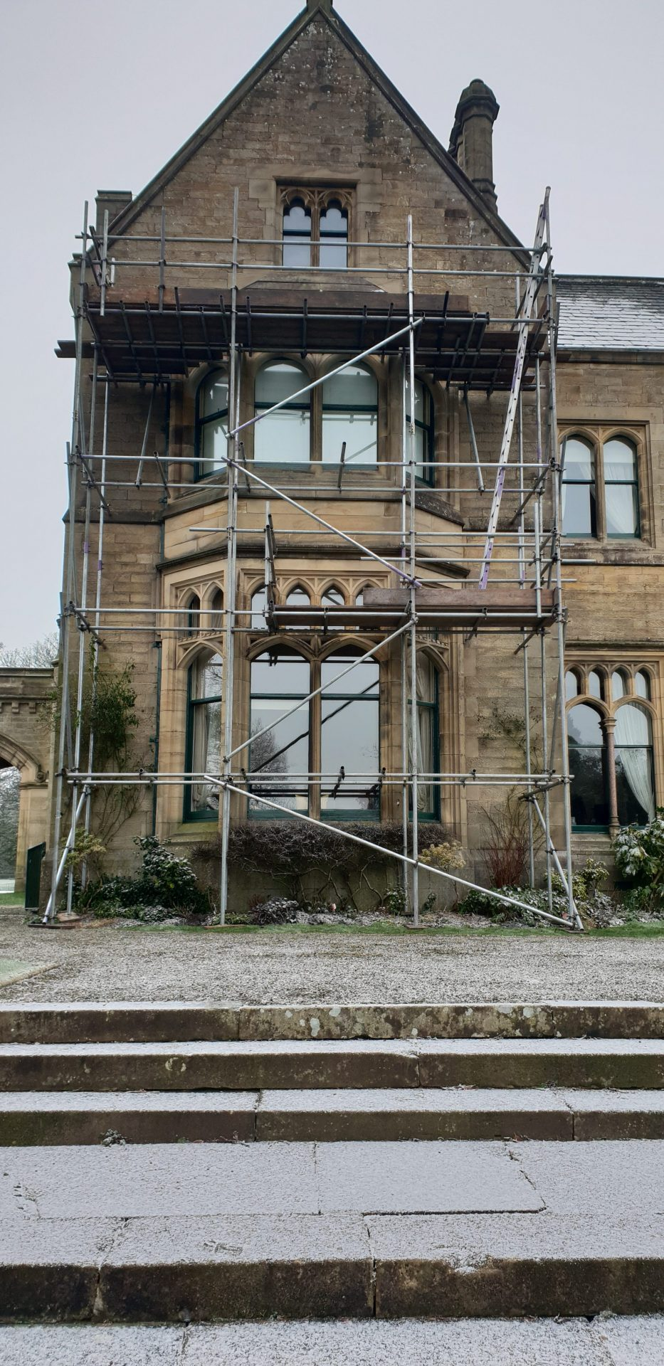 Bay Window Repair . Tower scaffold